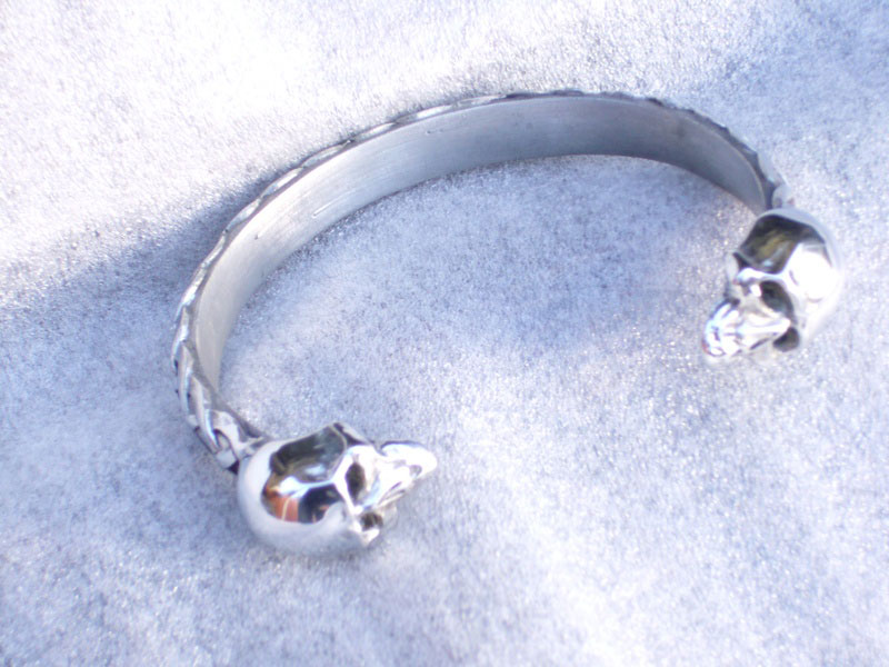 Celtic 2 Skulls Pewter Bangle