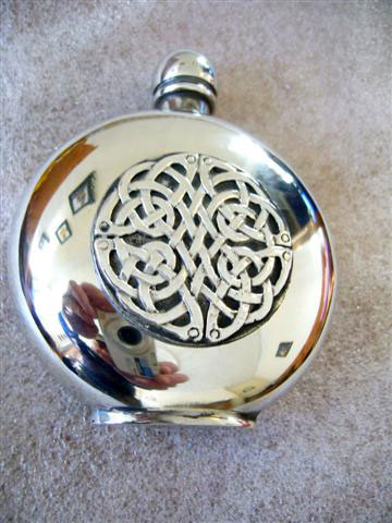 6oz Round Pewter Hip Flask with a Celtic Interlace Badge (F010)