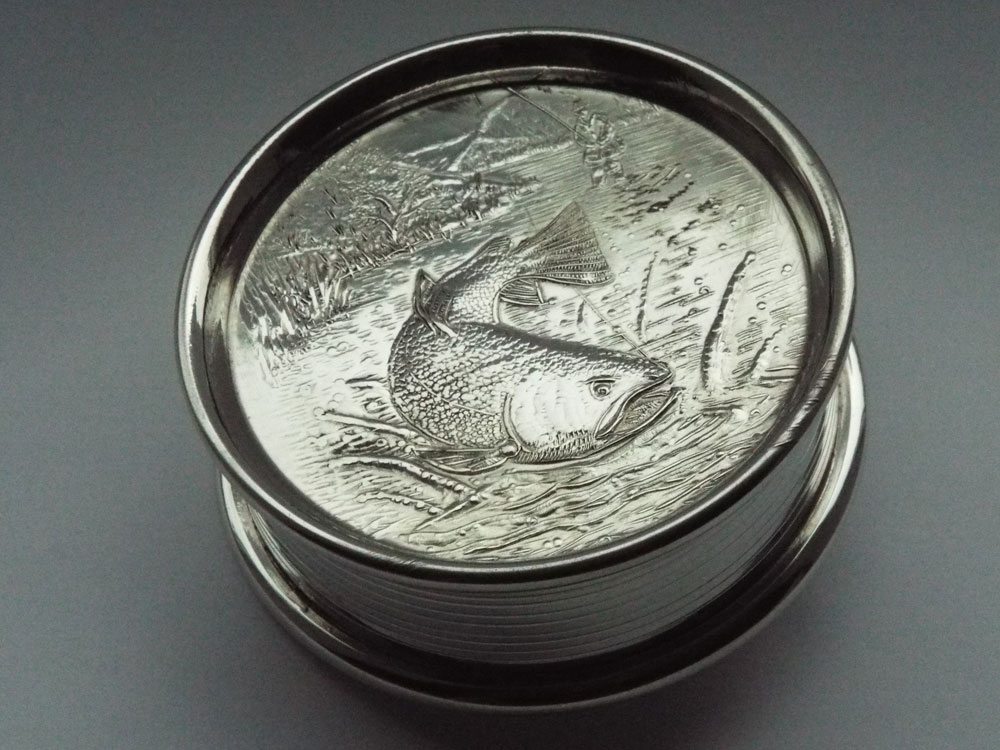 4oz Fishing Reel Embossed Pewter Flask with Captive Top (F090)