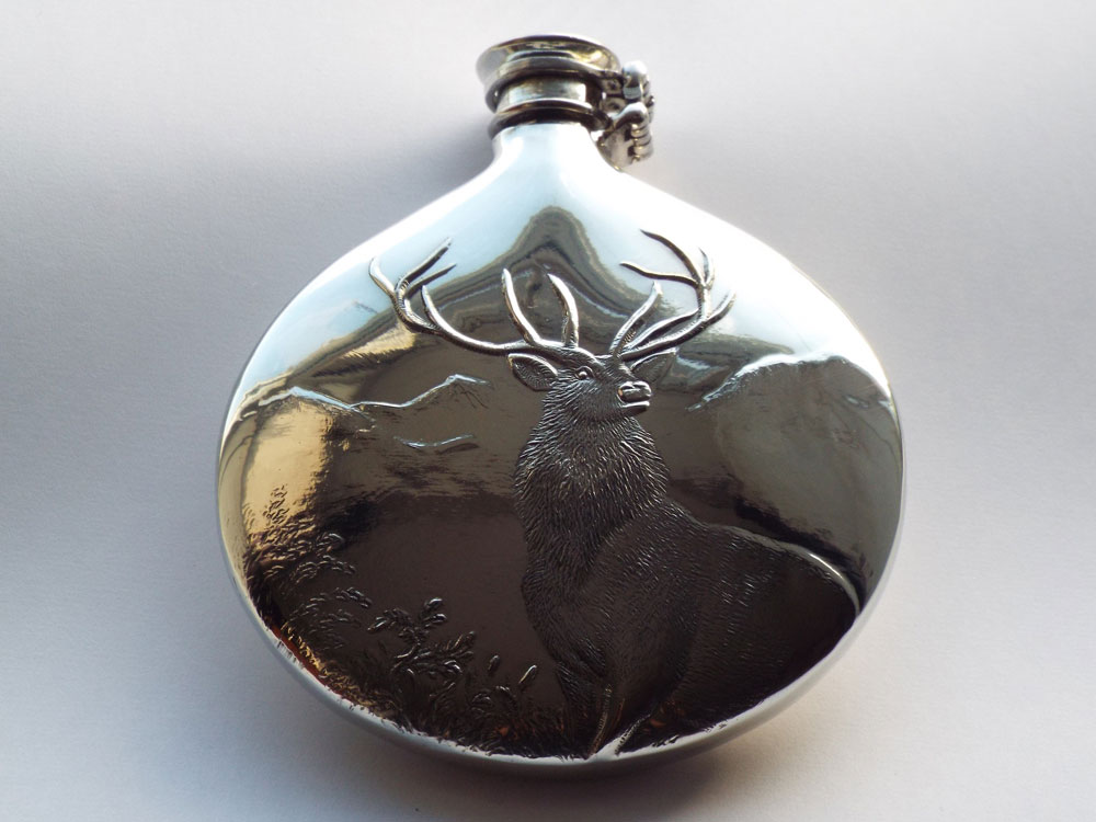 Sheffield Pewter Sporran Flask Embossed Monarch of the Glen