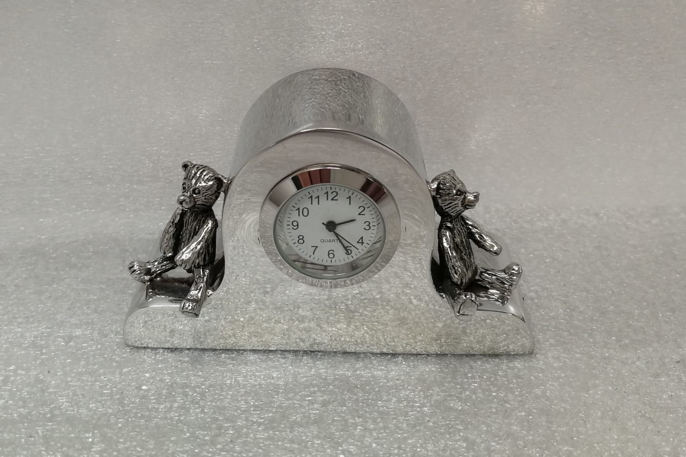 C01. Teddy Bear Clock