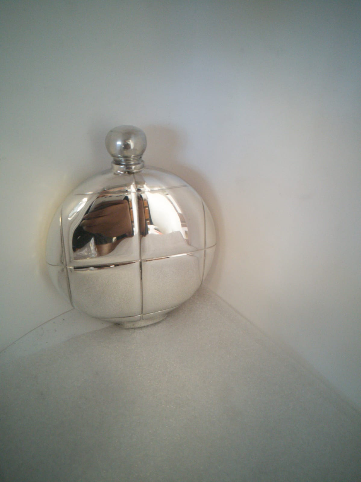 F119 6oz Round flask embossed with square sections