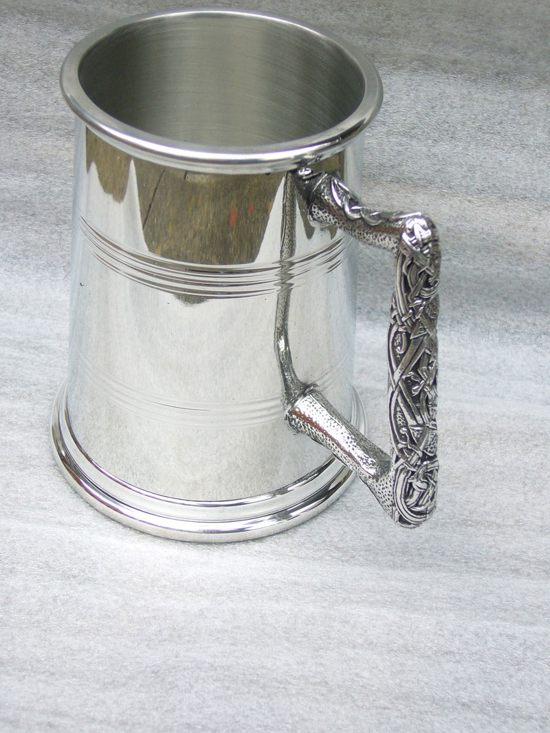 1 Pint Pewter Tankard with Celtic Design Handle (Icovalauna) (T004)