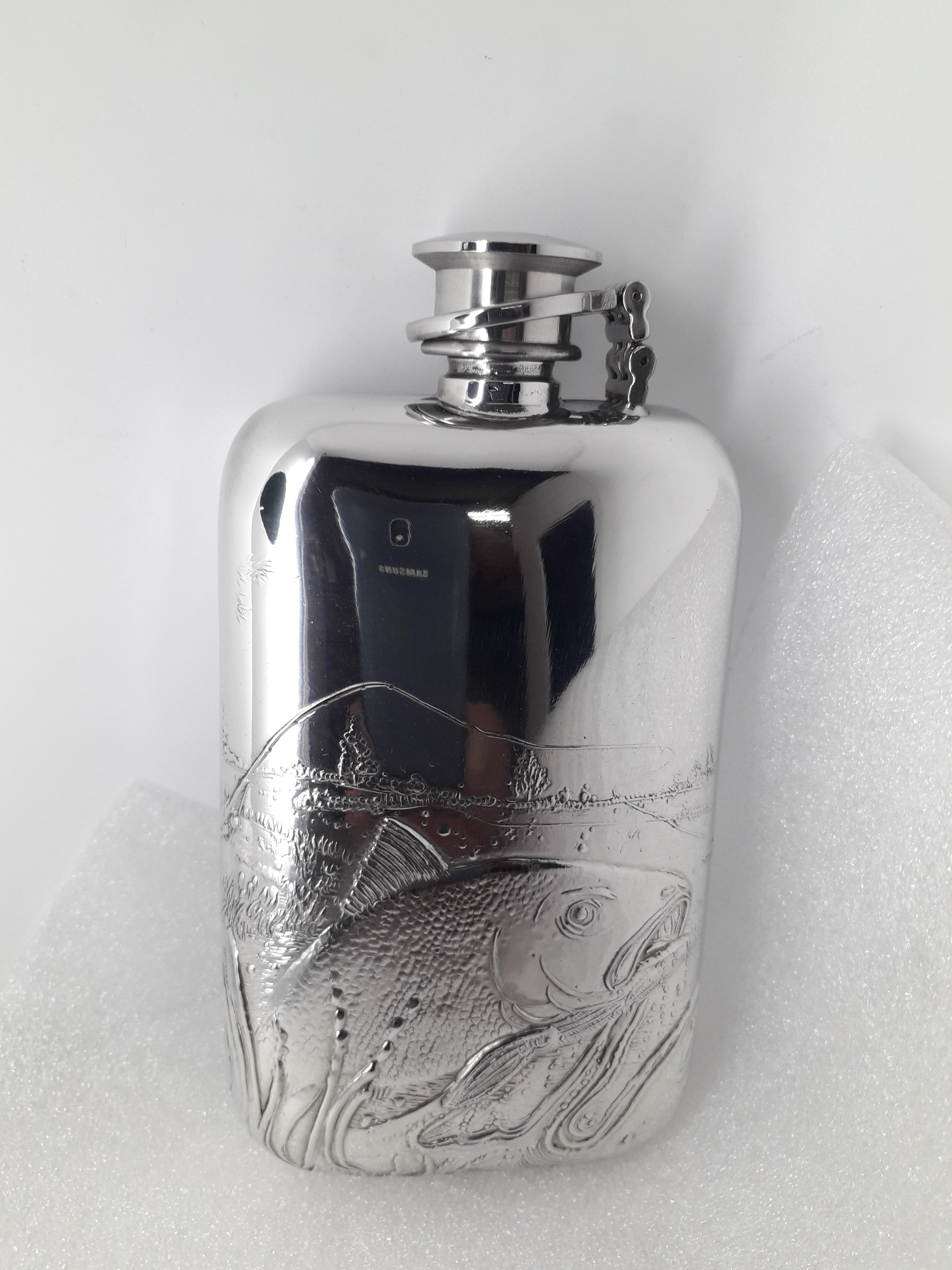 F139 6oz Stamped flask the Big Fish captive top fitted
